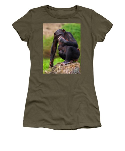 Chimp With A Baby On Her Belly  Women's T-Shirt