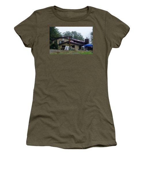 Christmas Lions Tigers And Bears House Women's T-Shirt
