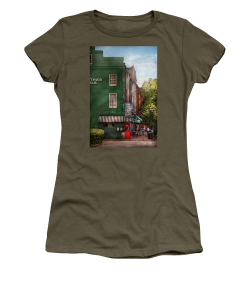 City - Baltimore - Fells Point Md - Bertha's And The Greene Turtle  Women's T-Shirt