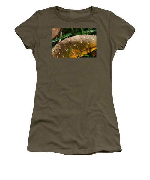 Fall Morning Leaf And Dew Women's T-Shirt