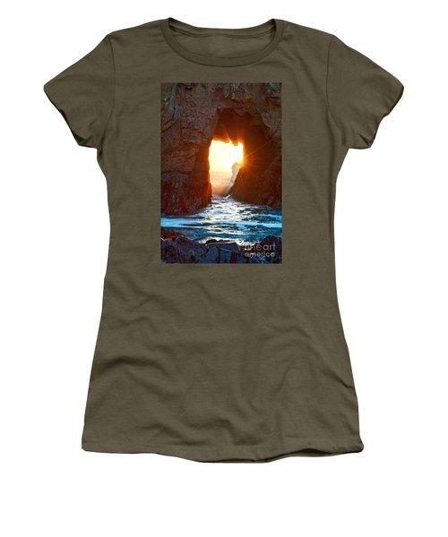 Fireburst - Arch Rock In Pfeiffer Beach In Big Sur. Women's T-Shirt
