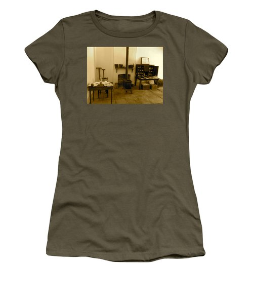 Fort Delaware General Office Women's T-Shirt (Athletic Fit)