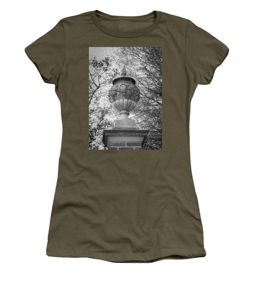 Garden Urn Colonial Williamsburg Women's T-Shirt