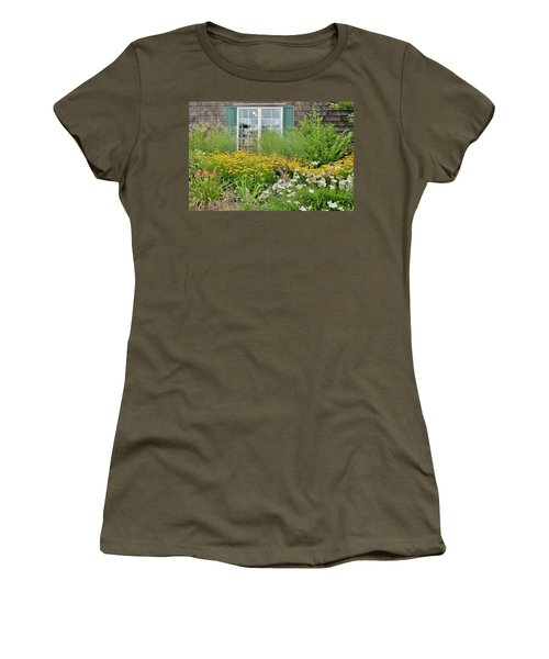 Gardens At The Good Earth Market Women's T-Shirt