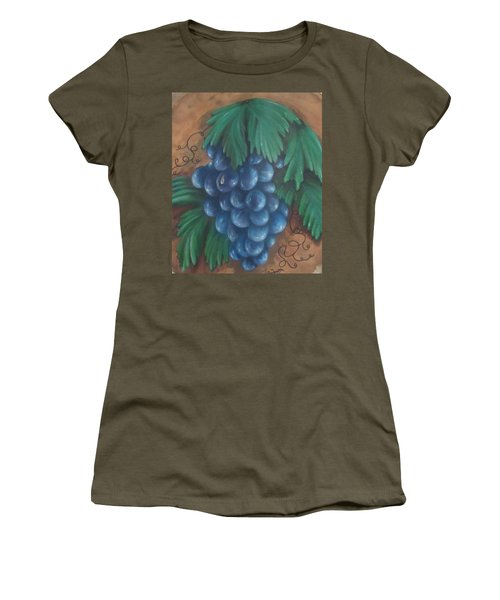 Grapes With Dewdrop Women's T-Shirt