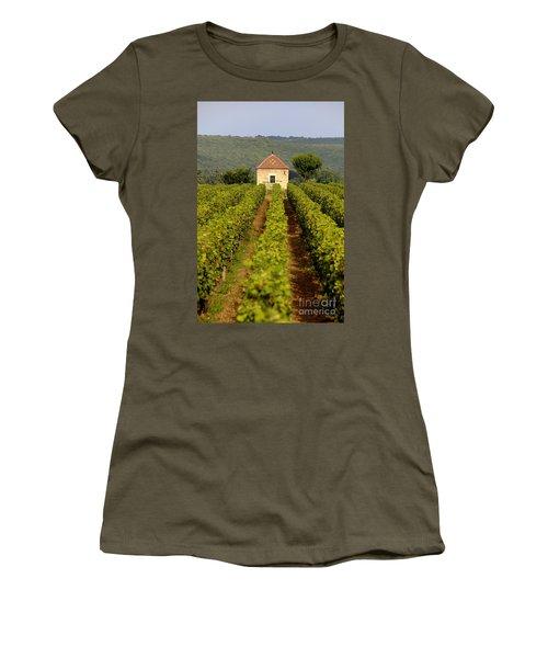 Grapevines. Premier Cru Vineyard Between Pernand Vergelesses And Savigny Les Beaune. Burgundy. Franc Women's T-Shirt