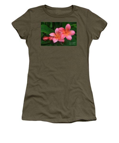 He Pua Laha Ole Hau Oli Hau Oli Oli Pua Melia Hae Maui Hawaii Tropical Plumeria Women's T-Shirt (Athletic Fit)