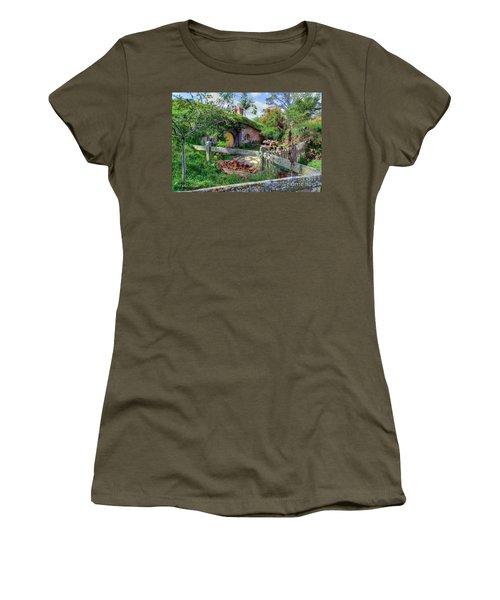 Hobbit Hole 7 Women's T-Shirt (Athletic Fit)