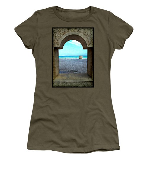 Hollywood Beach Arch Women's T-Shirt (Athletic Fit)