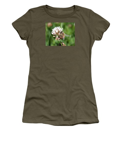 Honeybee On Clover Women's T-Shirt (Athletic Fit)