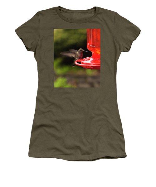 Humming Bird Landing Women's T-Shirt