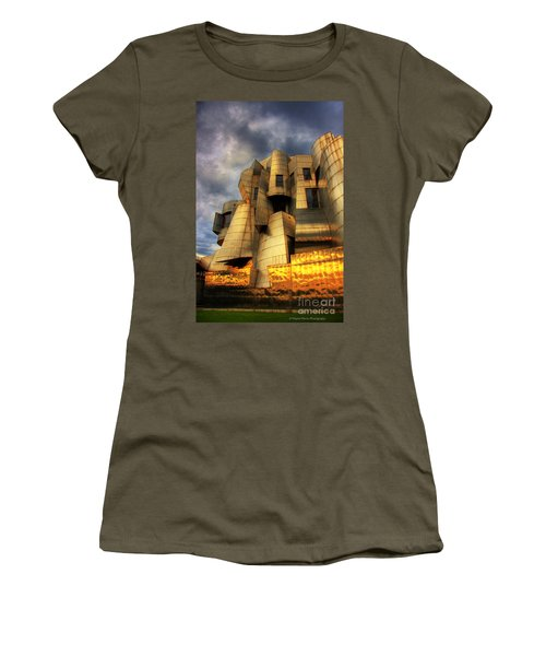 Minneapolis Skyline Photography Weisman Museum Women's T-Shirt (Athletic Fit)
