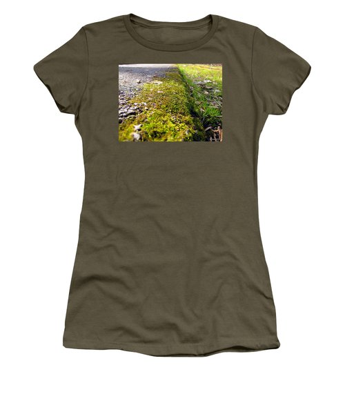 Overtaking Women's T-Shirt (Athletic Fit)