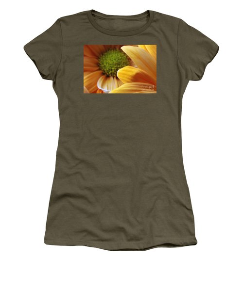 Peeking Through Women's T-Shirt