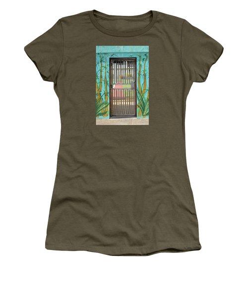 Porton Cerrado Women's T-Shirt (Athletic Fit)