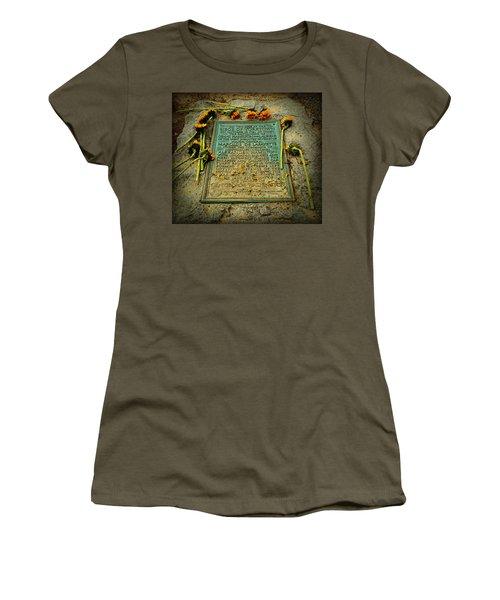 Seige Of Yorktown Memorial Women's T-Shirt