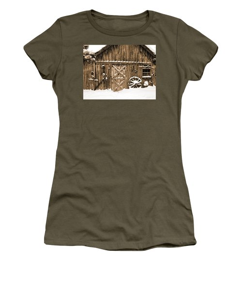 Snowy Old Barn Women's T-Shirt (Athletic Fit)