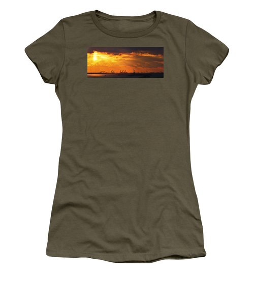 Statue Of Liberty At Sunset. Women's T-Shirt (Athletic Fit)