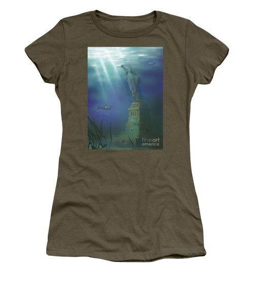 Statue Of Liberty Under Water Women's T-Shirt