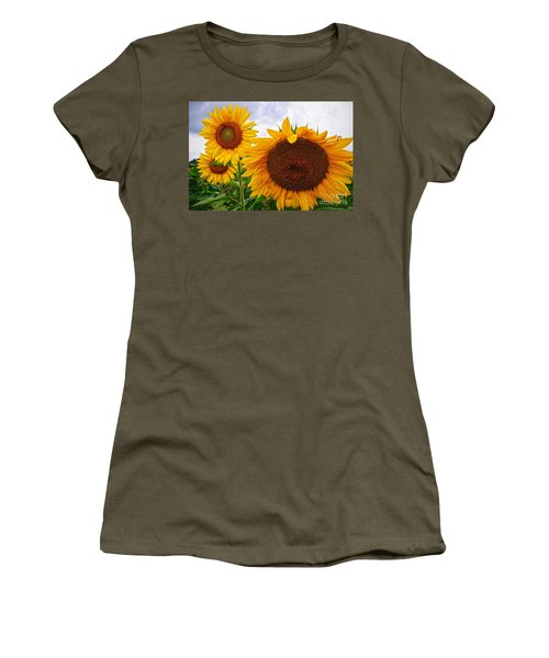 Sunflower Mama And Her Daughters  Women's T-Shirt