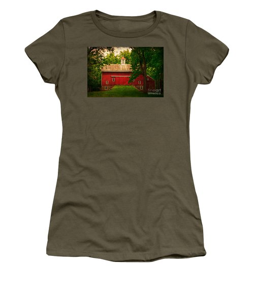 Tinicum Barn In Summer Women's T-Shirt (Athletic Fit)