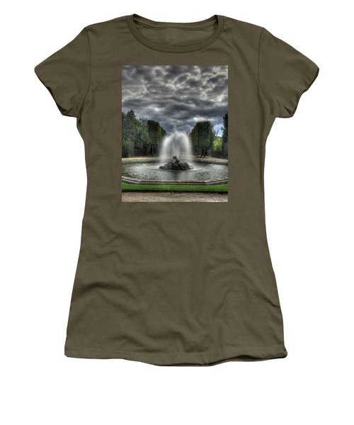 Versailles Fountain Women's T-Shirt (Athletic Fit)