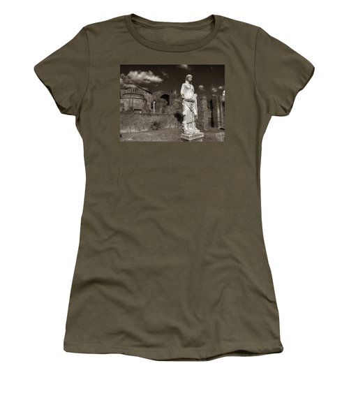 Vestal Virgin Courtyard Statue Women's T-Shirt (Athletic Fit)