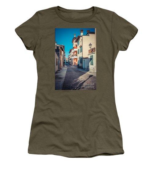 walking through Grado - through the past Women's T-Shirt