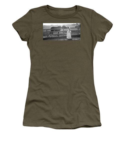 Dress 32 Women's T-Shirt