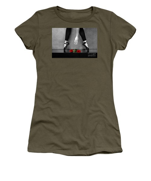 Bailarina En Rosas Women's T-Shirt