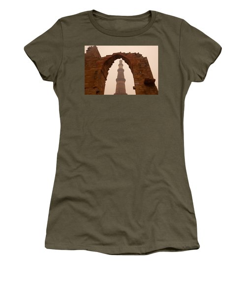 Cross Section Of The Qutub Minar Framed Within An Archway In Foggy Weather Women's T-Shirt (Athletic Fit)