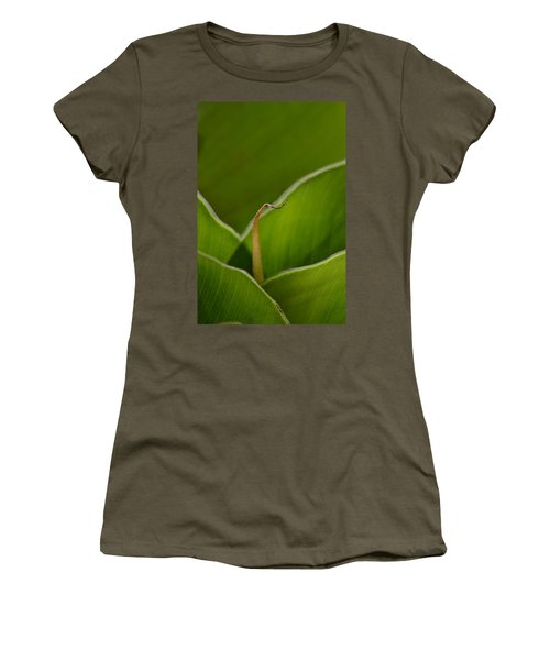 Curled Women's T-Shirt