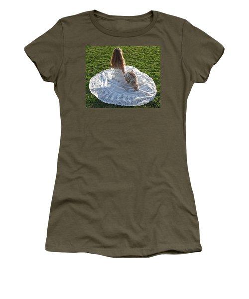 Dress 39 Women's T-Shirt