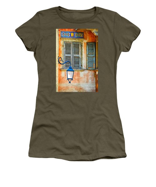 Italian Street Lamp With Window And Decorated Wall Women's T-Shirt