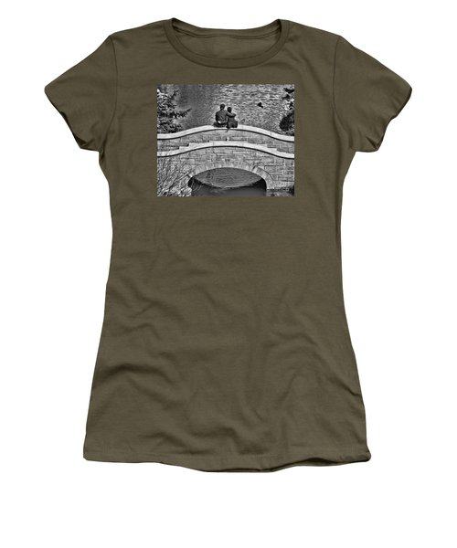 Lovers On A Bridge  Women's T-Shirt