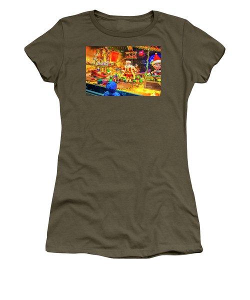 Holiday Widow Display In New York Women's T-Shirt