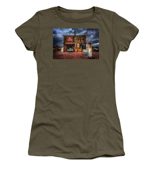 Nelson Nevada, Weathered Garage, Car, And Gas Pump Women's T-Shirt