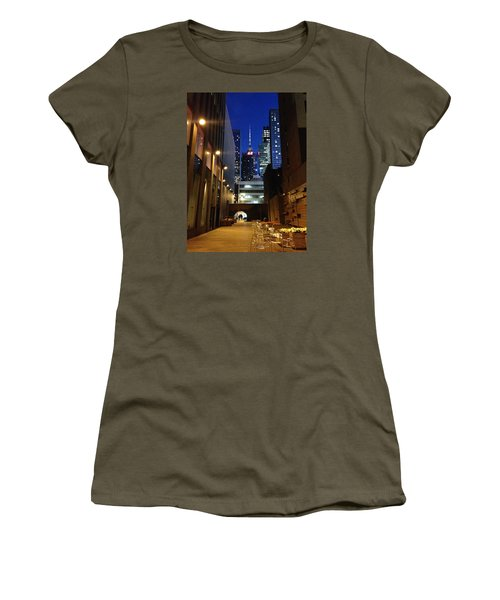 New York Night Women's T-Shirt (Athletic Fit)
