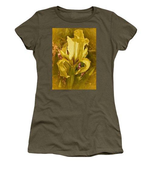 Vintage Dwarf Iris No. 2 Women's T-Shirt (Junior Cut) by Richard Cummings