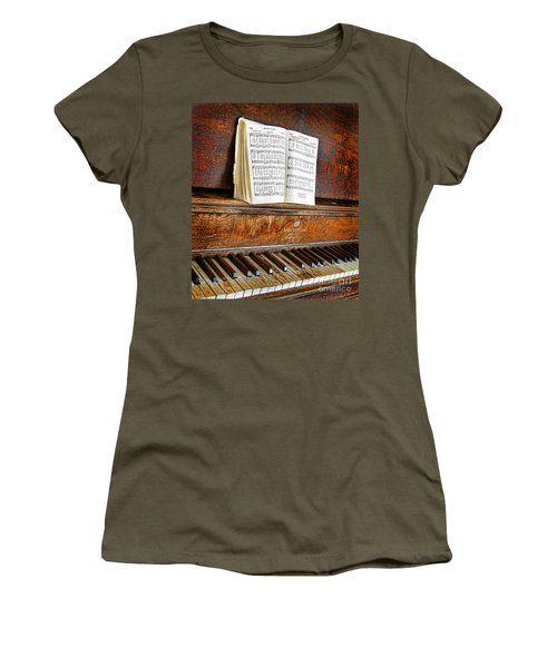 Vintage Piano Women's T-Shirt (Athletic Fit)