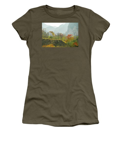 The Colorful Autumn Scenery Women's T-Shirt