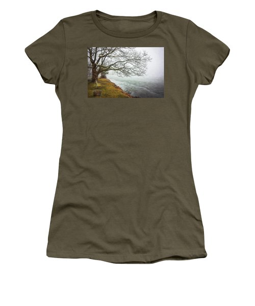 Green Pond New Jersey Winter C409 Women's T-Shirt (Athletic Fit)