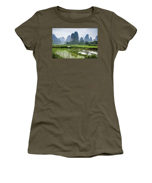The Beautiful Karst Rural Scenery In Spring Women's T-Shirt