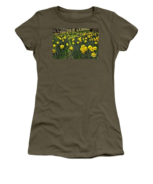 A Host Of Golden Daffodils Women's T-Shirt