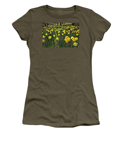 A Host Of Golden Daffodils Women's T-Shirt