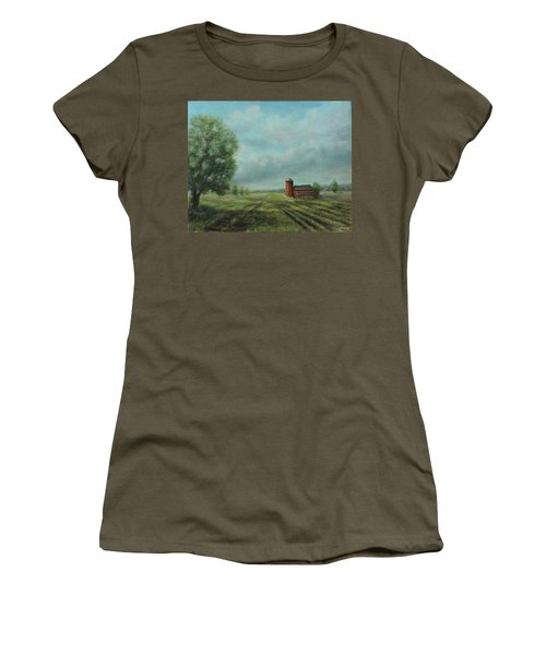 American Scene Red Barn  Women's T-Shirt (Athletic Fit)
