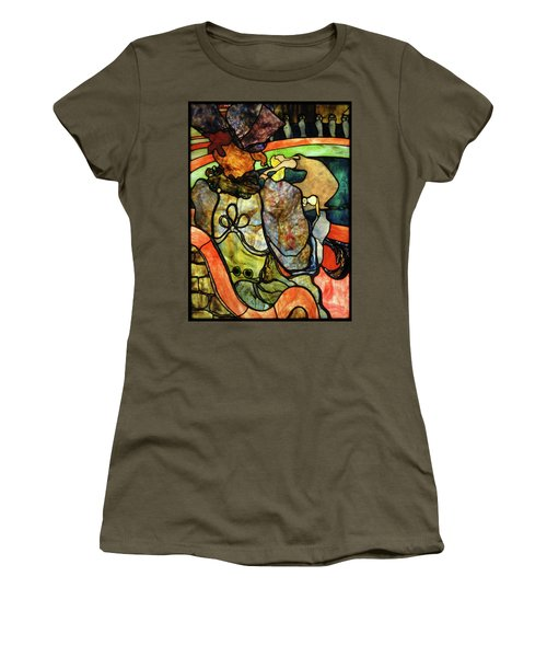 At The New Circus, Papa Chrysanthemum Women's T-Shirt
