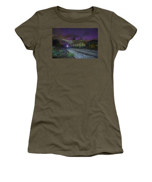 Aurora Over The Crawford Notch Depot Women's T-Shirt