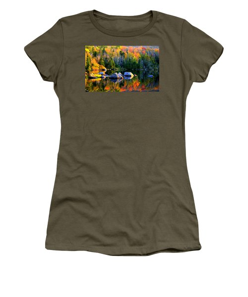 'autumn Reflections - Noyes Pond' Women's T-Shirt (Athletic Fit)