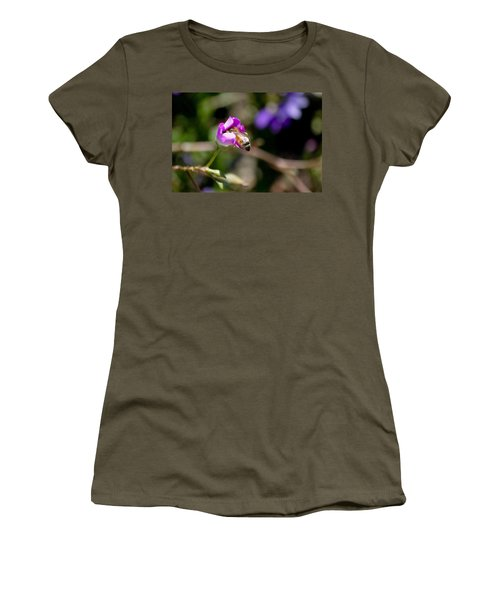 Bashful Bee  Women's T-Shirt